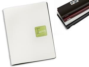Porta menù in cuoio rigenerato con placchetta in metallo. Contiene 10 pagine - 24x33 cm formato chiuso